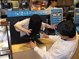 1日店長として接客にあたる貞子「貞子3D」