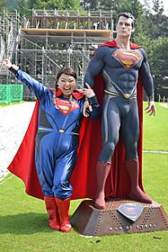 快挙達成にスーパーマンフィギュアとご満悦の渡辺「マン・オブ・スティール」