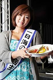 特製カレーライスをふるまった美奈子