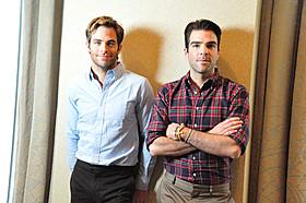 (左から)インタビューでも名タッグぶりを披露した C・パインとZ・クイント「スター・トレック」