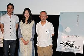 会見に臨んだ朝倉あき(中央)と西村義明プロデューサー(左) 鈴木敏夫プロデューサー(右)「かぐや姫の物語」