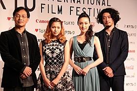 (左から)深田晃司監督、二階堂ふみ、栗山千明、榊英雄監督「捨てがたき人々」