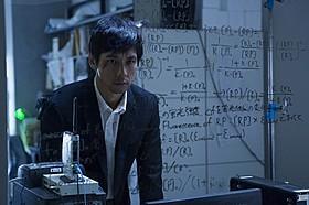 日韓合作サスペンスに挑んだ西島秀俊「ゲノムハザード ある天才科学者の5日間」