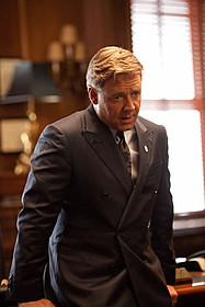 クロウが演じるのは、 ニューヨークを支配する豪腕市長「ブロークンシティ」