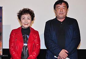舞台挨拶に立った加藤登紀子と稲塚秀孝監督「書くことの重さ 作家 佐藤泰志」