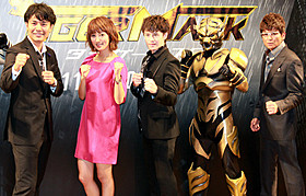 (左から)落合賢監督、夏菜、ウエンツ瑛士、タイガーマスク、哀川翔「タイガーマスク」