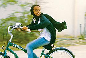 「少女は自転車にのって」の一場面「少女は自転車にのって」