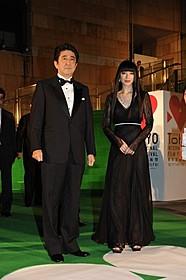 安倍晋三首相とフェスティバルミューズを務めた栗山千明「キャプテン・フィリップス」
