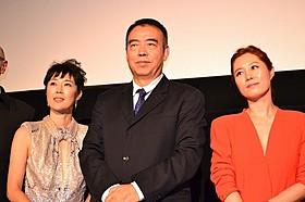 チェン・カイコー監督と寺島しのぶ、ムン・ソリ「レッド・ファミリー」