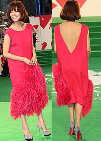 大胆なドレスで登場した水川あさみ「バイロケーション」