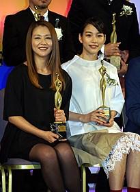 主演女優賞の能年玲奈と助演女優賞の小泉今日子「劇場版 MOZU」