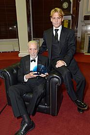 クリストファー・リー(左)とジョニー・デップ「チャーリーとチョコレート工場」