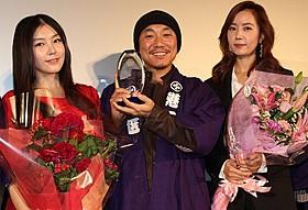 (左から)パク・ソヨン、イ・ジュヒョン監督、キム・ユミ「レッド・ファミリー」