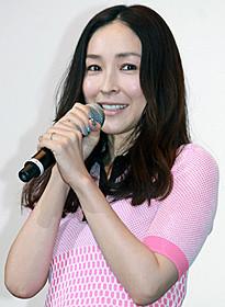 初日舞台挨拶に登壇した麻生久美子「ばしゃ馬さんとビッグマウス」