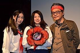 島村舞花、桜木梨奈、佐藤寿保監督(左から)「華魂」