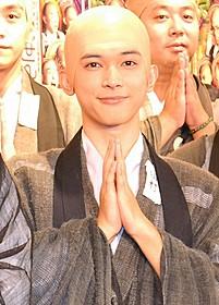 坊主役に挑んだ吉沢亮「男子高校生の日常」