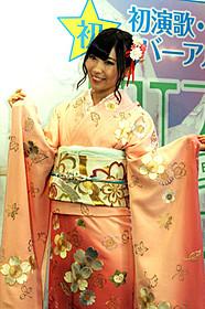 記念イベントに出席した岩佐美咲「つぐない」