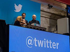Twitter上場の鐘を鳴らしたパトリック・スチュワートら「スター・トレック」