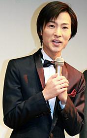 舞台挨拶に立った演歌歌手・山内惠介