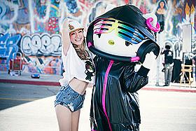 DJ Hello Kittyと共演した浜崎あゆみ
