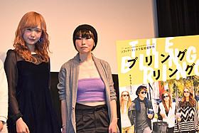 (左より)ガーリー・カルチャーのアイコンとして注目を集める AMOとHIROMIX「ブリングリング」