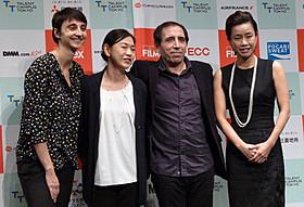 モフセン・マフマルバフ監督(右から2人目)「サイクリスト」