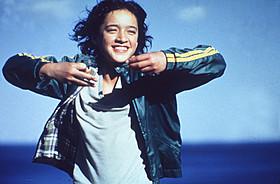 「クジラの島の少女」の一場面「ピアノ・レッスン」