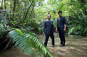 過酷なロケ撮影で生み出された鳳凰島を 右京と亨が駆け抜ける「相棒 劇場版III 巨大密室!特命係 絶海の孤島へ」
