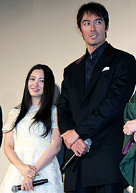 「トリック劇場版 ラストステージ」初日 舞台挨拶に出席した仲間由紀恵と阿部寛「トリック劇場版 ラストステージ」