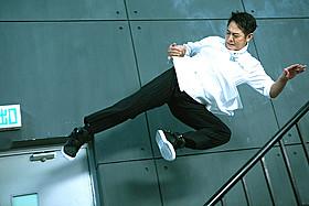 ジェット・リー主演のポリスアクションが日本上陸「ドラゴン・コップス 微笑(ほほえみ)捜査線」