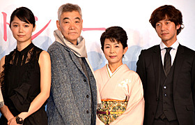 「神様のカルテ2」完成会見に出席した(左から) 宮崎あおい、柄本明、市毛良枝、深川栄洋監督「神様のカルテ」
