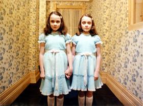 強烈なインパクトを放った双子の少女「シャイニング」