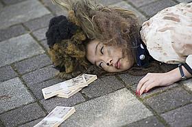 指原演じるブー子こと幸子に さまざまなハプニングが襲いかかる「薔薇色のブー子」