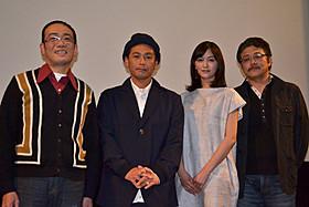 舞台挨拶に出席した遠藤章造、石橋杏奈ら「バスジャック」
