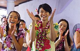 榮倉奈々主演「わたしのハワイの歩きかた」 の主題歌は、竹内まりやの書き下ろし新曲!「わたしのハワイの歩きかた」