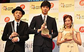 「ニューウェーブアワード」を受賞した 宮藤官九郎、東出昌大、武田梨奈(左から)「偉大なる、しゅららぼん」