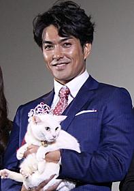 ネコにメロメロの北村一輝「猫侍」