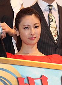 「偉大なる、しゅららぼん」初日 挨拶に登壇した女優の深田恭子「偉大なる、しゅららぼん」