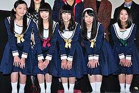 舞台挨拶に立った東京女子流「5つ数えれば君の夢」