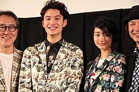 沖縄トークで会場を沸かせた岡田将生&忽那汐里「オー!ファーザー」