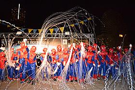 ちびっ子スパイダーマン30人が結集「アメイジング・スパイダーマン」