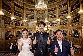 世界遺産・カゼルタ王宮でのワールドプレミアに 出席した(左から)上戸彩、阿部寛、武内英樹監督「テルマエ・ロマエ」