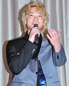 舞台挨拶に出席した綾野剛「そこのみにて光輝く」