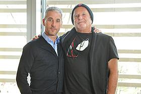 (左より)マット・トルマックとアビ・アラド「アメイジング・スパイダーマン2」