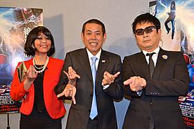 (左より)オバマ夫妻になりきった赤プル&ノッチ、安田和博「アメイジング・スパイダーマン」