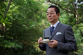 孤島のジャングルでも紅茶をたしなむ杉下右京(水谷豊)「相棒 劇場版III 巨大密室!特命係 絶海の孤島へ」