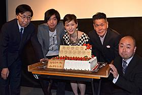 舞台挨拶に立った平田薫ら「さよならケーキとふしぎなランプ」