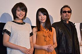 舞台挨拶に立った(左から)広瀬アリス、 福田麻由子、大塚祐吉監督「FLARE フレア」