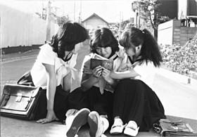 手塚眞監督「MOMENT」の一場面「突撃!博多愚連隊」