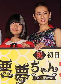 舞台挨拶に立った 北川景子と木村真那月「悪夢ちゃん The 夢ovie」